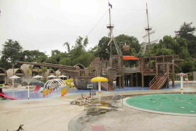 beragam wahana tematik permainan air