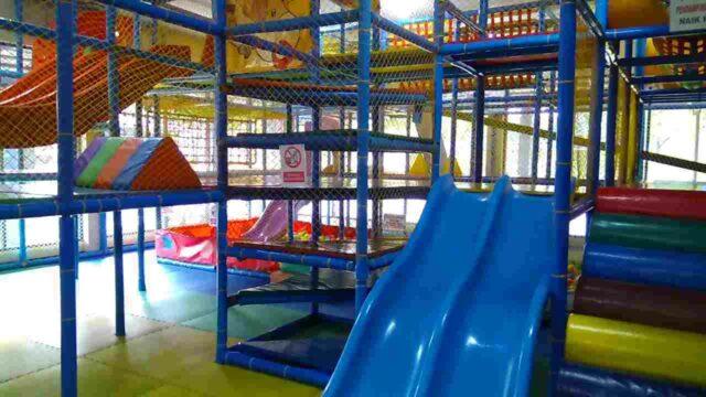 wahana permainan anak-anak indoor