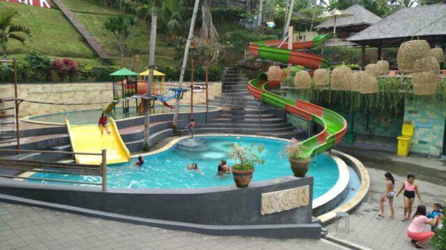 kolam mini dan wahana peluncuran air