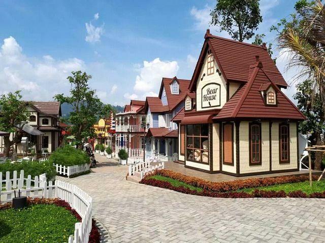 Bear House rumah boneka panda di kota mini
