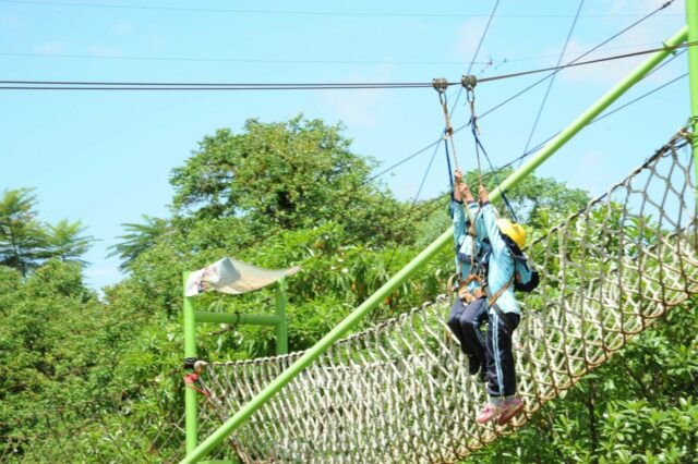 aktivitas outbond flying fox