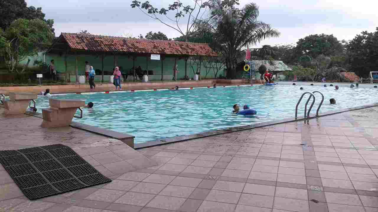 kolam renang dewasa kampung main cipulir