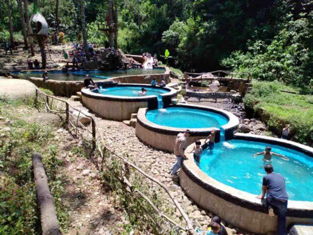 Kolam alami yang unik di kampung ciherang