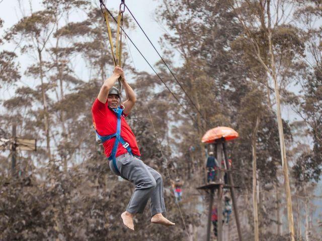 Kegiatan outbond seperti bermain flying fox juga bisa dilakukan. foto:Ranca Upas Ciwidey Smart Camp Adventure