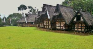 rumah adat tradisional sunda di kampung budaya sindang barang