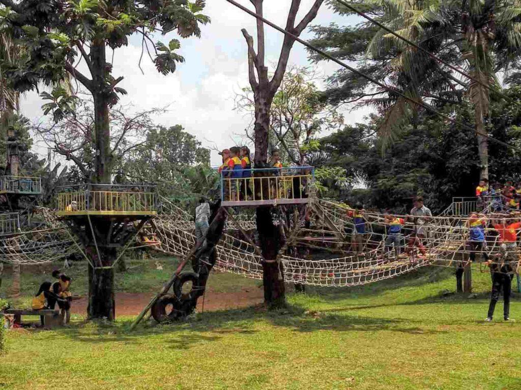 Kampung main cipulir tempat wisata di jakarta yang menawarkan aktivitas outdoor