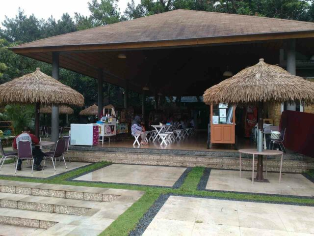 fasilitas restoran di taman budaya sentul city