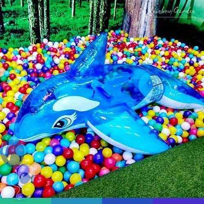 wahana mandi bola warna-warni