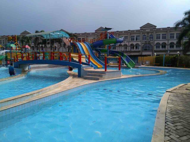 kolam dan wahana remaja dan dewasa