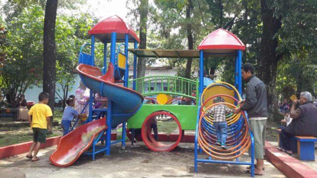 wahana permainan anak-anak taman lalu-lintas