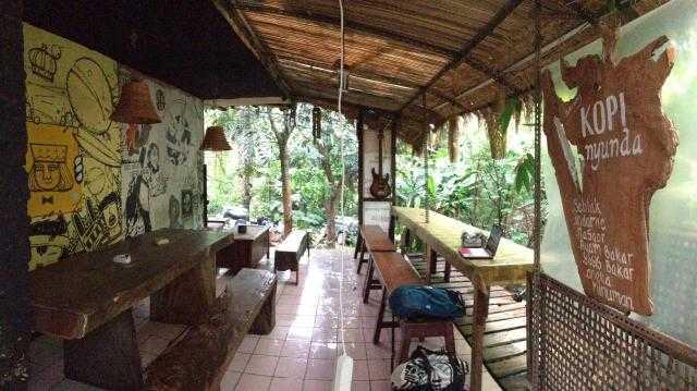 cafe di forest walk babakan siliwangi