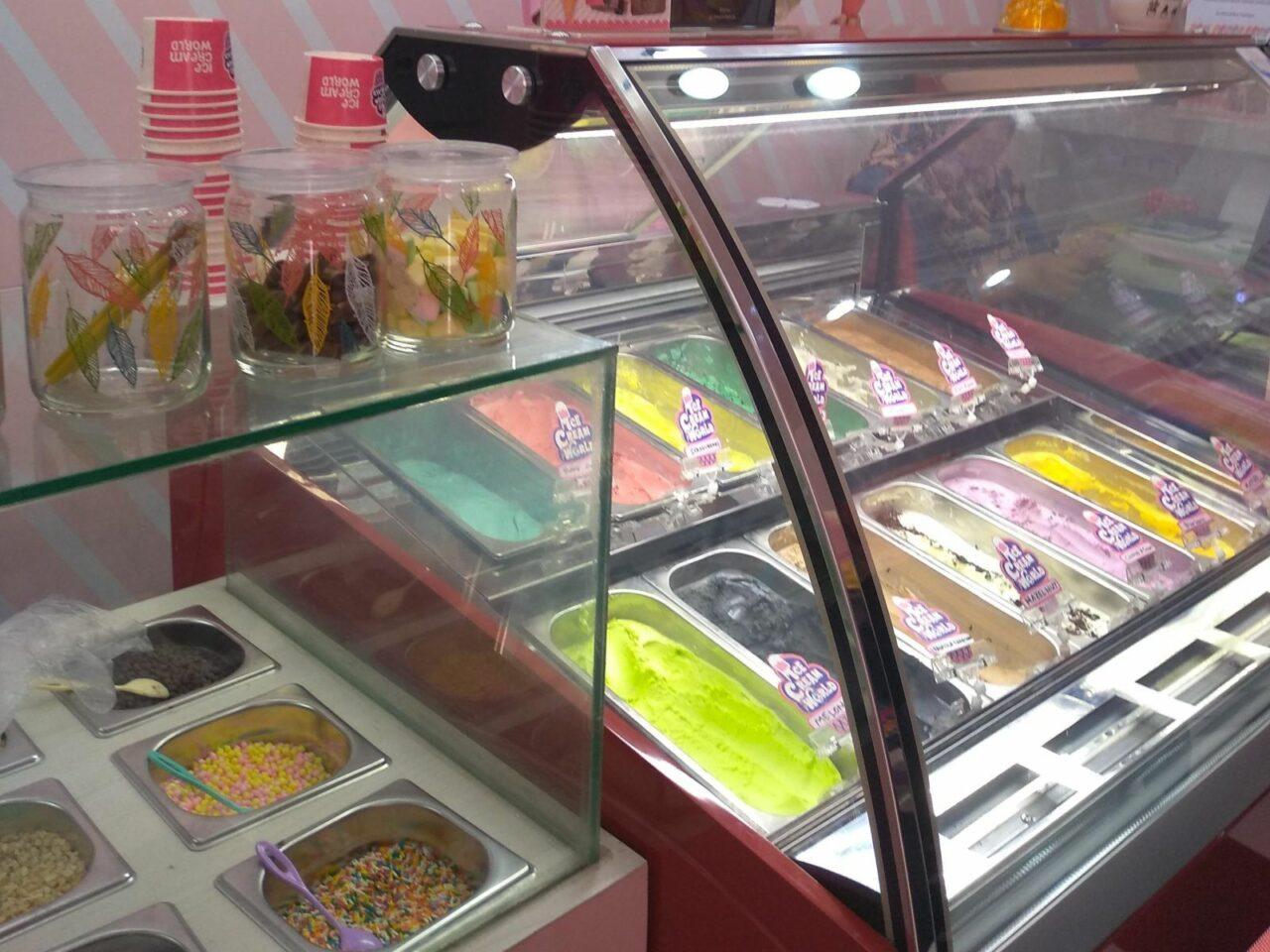 Berbagai macam rasa es krim Ice Cream World