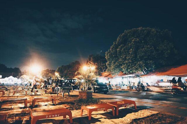Angkringan dan lesehan disekitar Alun-alun Kidul Yogyakarta
