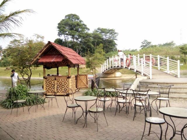 Area makan outdoor di Pasar Ah Poong