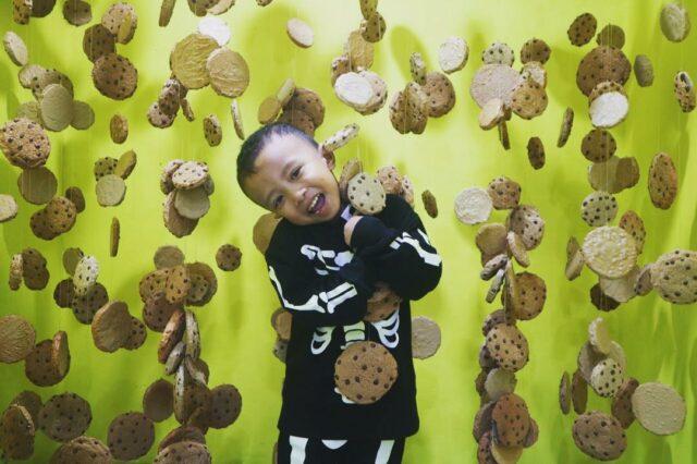 Spot foto biskuit yang menggantung di Snack Wonderland
