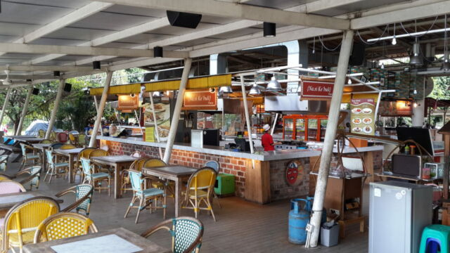 Deretan food court di Pasar Ah Poong Sentul