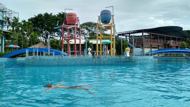 Ember raksasa di Taman Rekreasi Marina