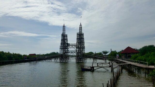Jembatan kembar favorit pengunjung