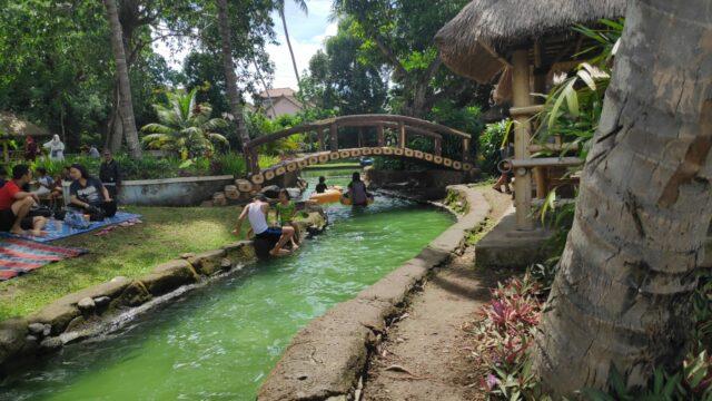 Keseruan Menyusuri Rinjani Waterpark di Kolam Arus
