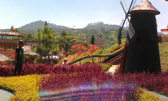 Kincir Angin di Barusen Hills Lembang Bandung