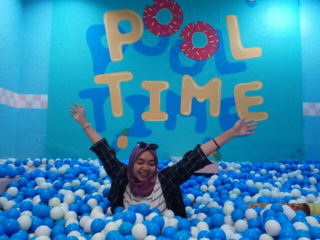 Kolam bola di Ice Cream World