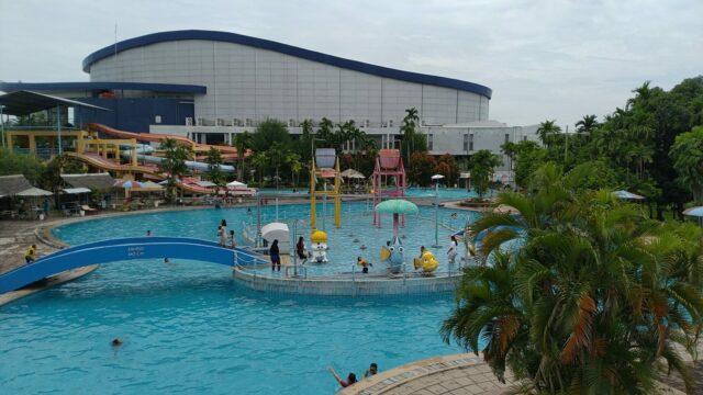Kolam renang dan taman rekreasi marina