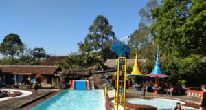 Kolam renang dan permainan di Tirto Argo Siwarak