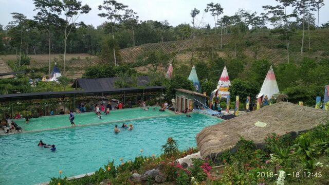 Kolam renang di Kampung Indian Kediri
