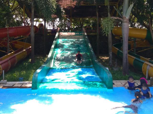 Kolam sliding di Goa Discovery park