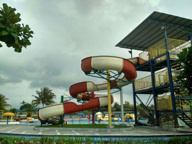 Pacu Adrenalin di Body Slide Siantar Waterpark