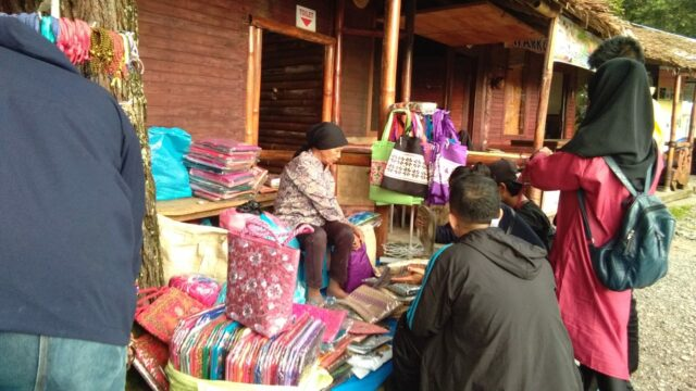 Pasar Oleh-oleh Lawang Adventure Park Agam