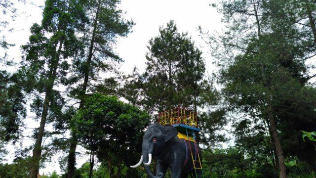 Patung gajah di Taman Wisata Kaliurang