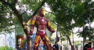 Patung Iron Man Menjadi Ikonik di Taman Superhero