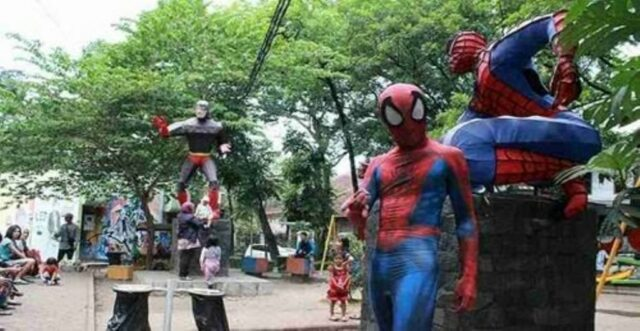 Patung Spiderman Paling Favorit Anak-anak