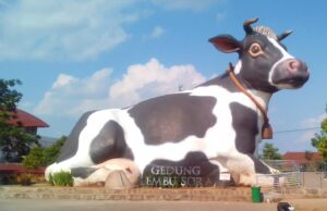 patung lembu sora alun-alun kidul boyolali