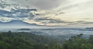 Pemandangan di Punthuk Setumbu