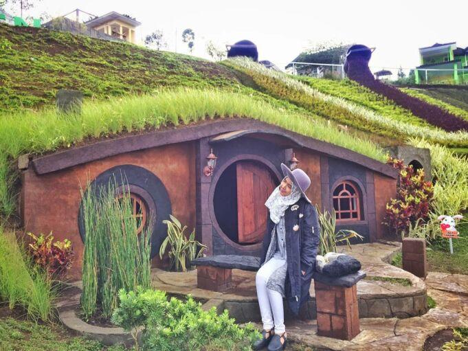 taman kelinci rumah hobbit