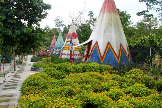 Rumah Suku Indian Kampung Indian Kediri