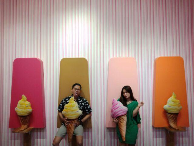 Spot foto es krim stik berjajar ice cream world malang