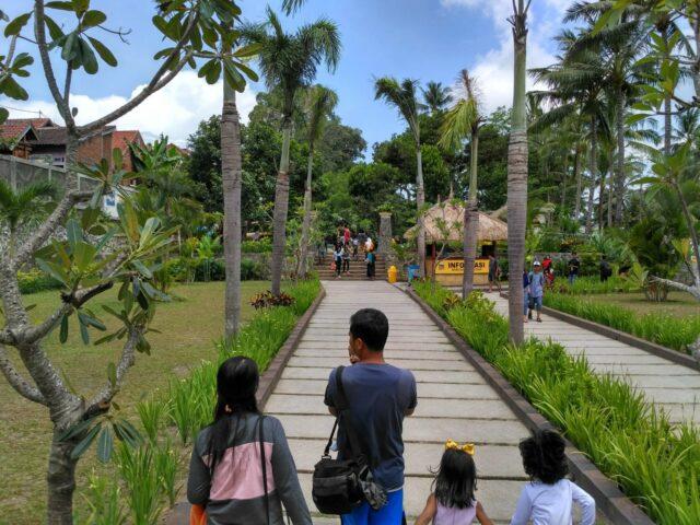 Taman Luas di Rinjani Waterpark