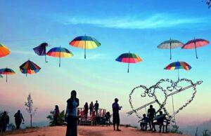 Berbagai spot foto bertema cinta di Bukit Cinta Watu Prahu