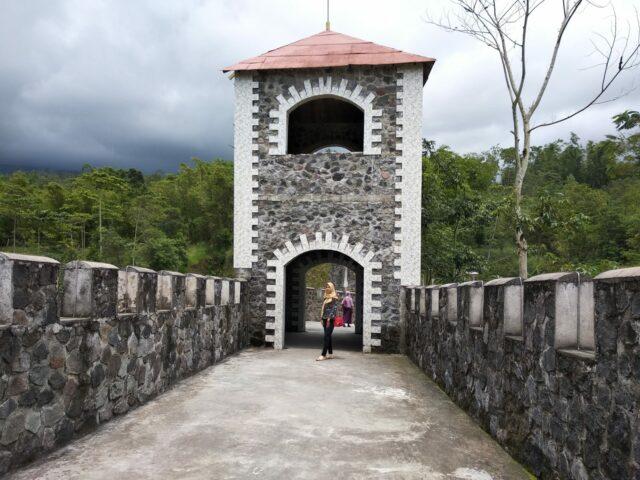 Tembok Besar Cina atau Benteng Takeshi?