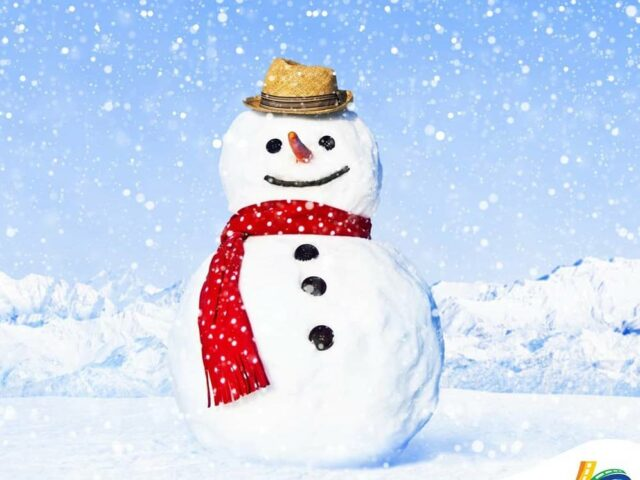 aktivitas membuat patung salju