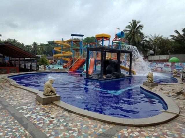 kolam dan wahana anak taman wisata situ gintung