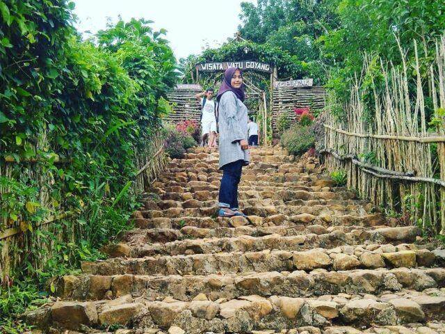 anak tangga menuju watu goyang