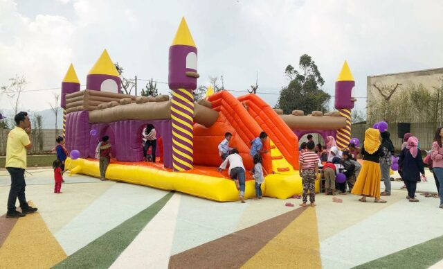 Bouncy castle di wahana woodland
