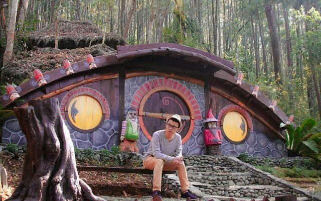 uniknya rumah hobbit.seribubatu_songgolangit