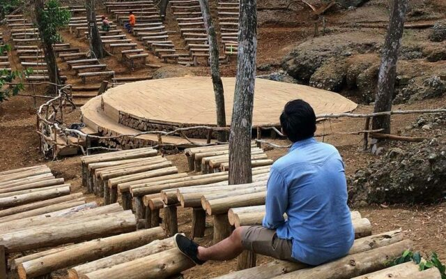 panggung alam dari kayu