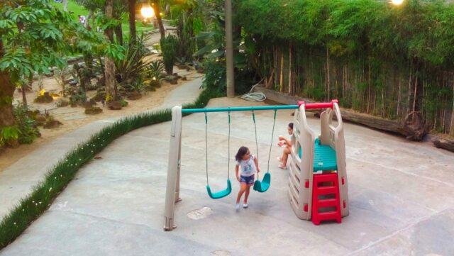 wahana permainan anak-anak perosotan