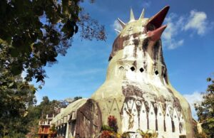 Bangunan Gereja Ayam Bukit Rhema